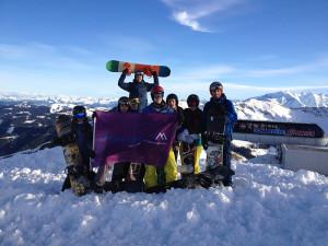 vrienden op wintersport